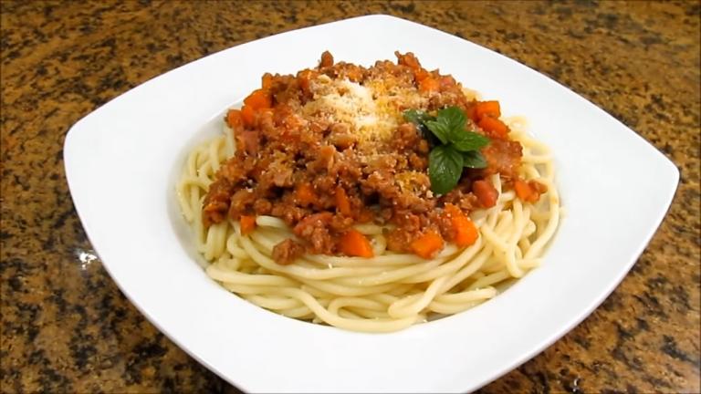 Espaguetis boloñesa lekue