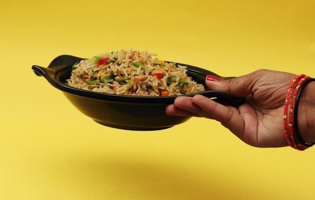 Arroz con verduras y cúrcuma